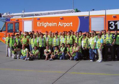 2006 - Gruppenbild bei der Flughafenfeuerwehr in Frankfurt a. M.