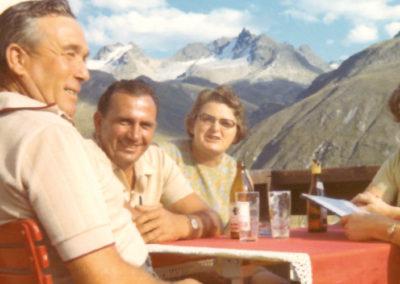 1973 - Hüttenrast mit Alpenpanorama in Silvretta