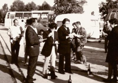 1971 - Vesperpause auf dem Rasthof auf dem Weg nach Tirol